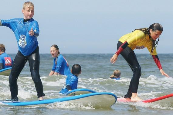 Surflessen volgen van DJUS De Jongens uit Schoorl Quiksilver Surfschool