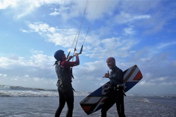 kiten op het strand 2 personen.jpg